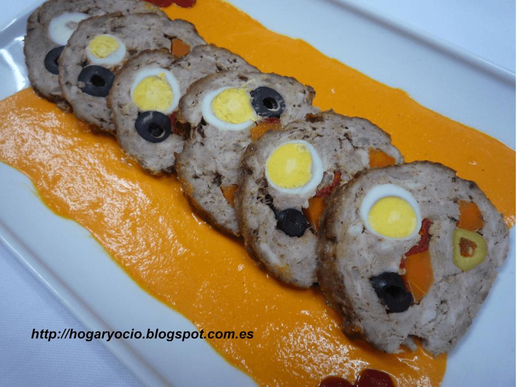 Rollo de carne relleno con salsa de piquillos - Salsa para relleno de carne ...